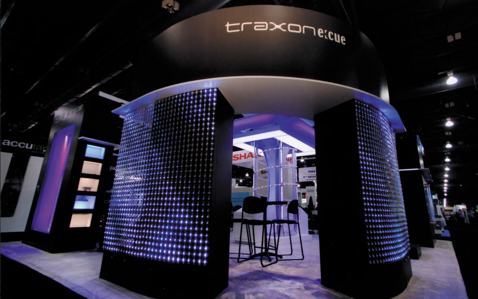 30x40 Island Exhibit | Traxon Technologies